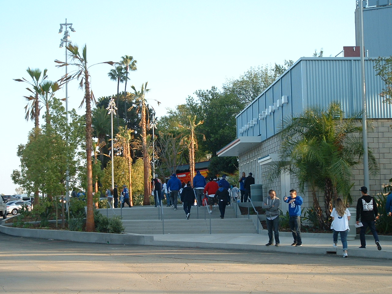 dodger stadium plazas      dodger insider