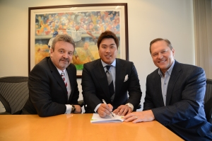 Flanked by Ned Colletti and Scott Boras, Hyun-Jin Ryu signs with the Dodgers in December 2012.