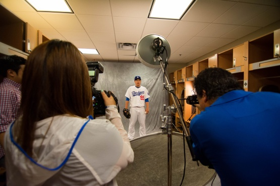 Hyun-Jin Ryu steps in for a photo with team photographer Juan Ocampo.