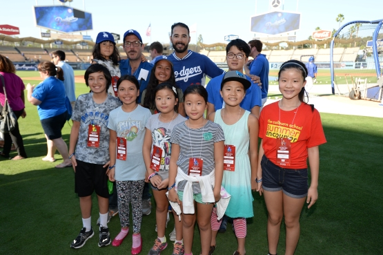 Andre Ethier meets members of 826LA (Jon SooHoo/Los Angeles Dodgers)