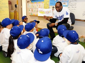 Lee Lacy reads to the classroom of students at Crescent Heights Elementary. (Juan Ocampo/Los Angeles Dodgers)