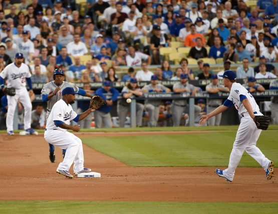 Corey Seager feeds Howie Kendrick to retire Curtis Granderson and start a double play in the first inning of Game 2 of the 2015 National League Division Series. (Patrick Gee/Los Angeles Dodgers)