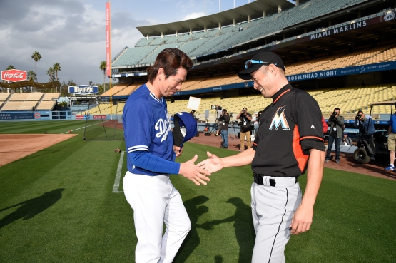 Kenta Maeda meets Ichiro on Monday. (Jon SooHoo/Los Angeles Dodgers)