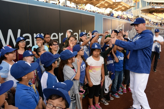 A.J. Ellis meets students Thursday who have benefited from Vision to Learn. (Jon SooHoo/Los Angeles Dodgers)