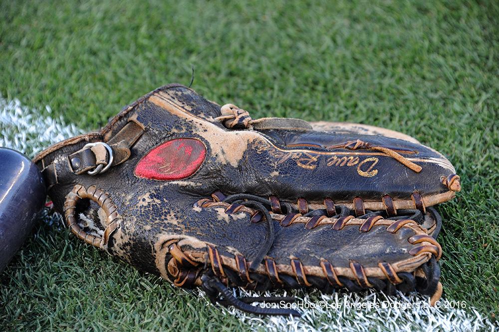 Roberts-glove-061616js414