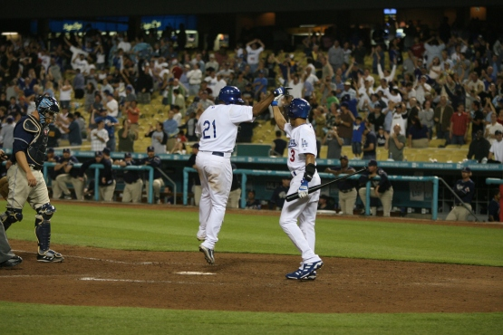 Marlon Anderson touches home plate with the tying run in the bottom of the ninth on September 18, 2006 (Jon SooHoo/Los Angeles Dodgers)